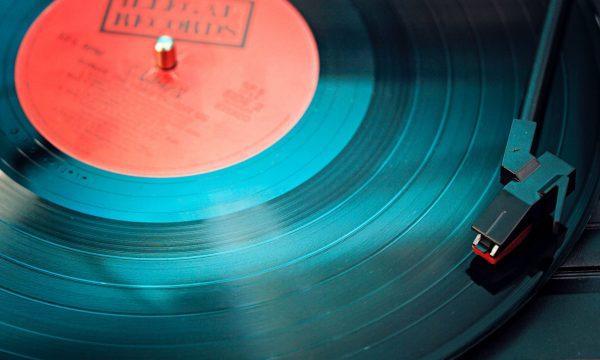 audio-close-up-electronics-1389429